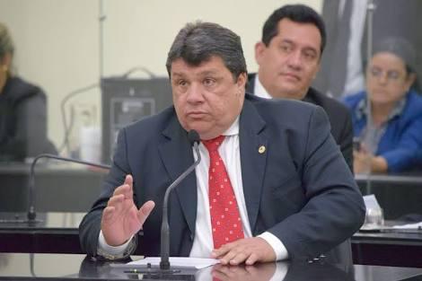 """Deputado Val Gaia diz que """"não existe rompimento"""" com prefeito Júlio Cezar"""