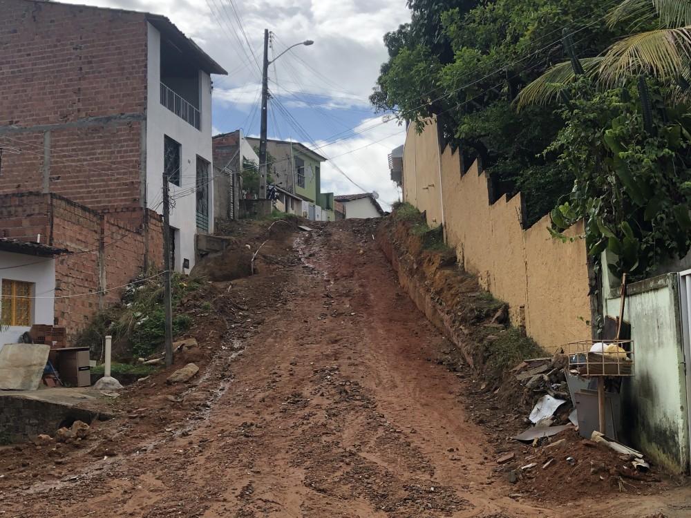 Drenagem está em fase de conclusão na Rua Ana Lúcia Moreira