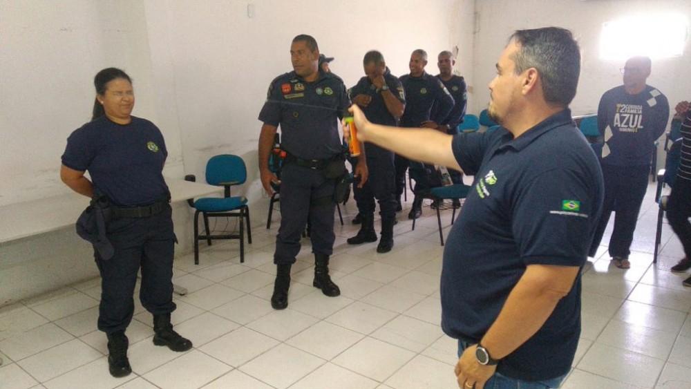 Guardas recebem treinamento para uso de novos espargidores