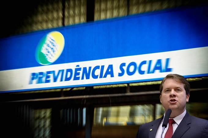 Marx Beltrão critica crise no INSS e defende concurso público para servidores do Instituto