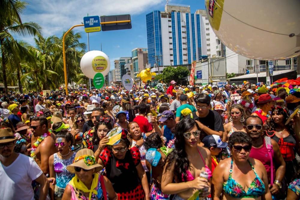 ECONOMIA – Carnaval deve movimentar R$ 8 bi