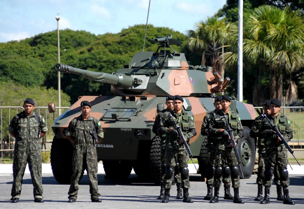 CHAMOU A TROPA – Bolsonaro autoriza Forças Armadas na área externa da Penitenciária Federal de Brasília