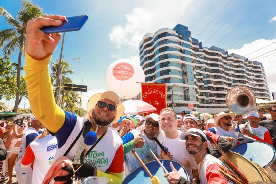 PRÉVIAS: Sábado Maior leva milhares de foliões à orla marítima da capital