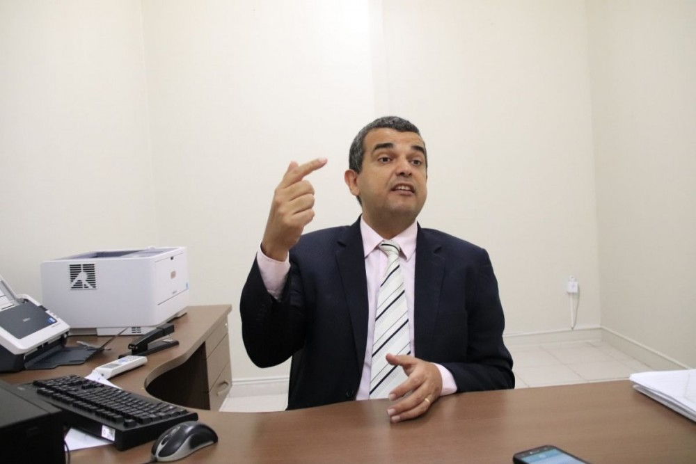AGENTES PÚBLICOS: Professor de Direito Constitucional afirma que quarentena não vale para as eleições de 2020