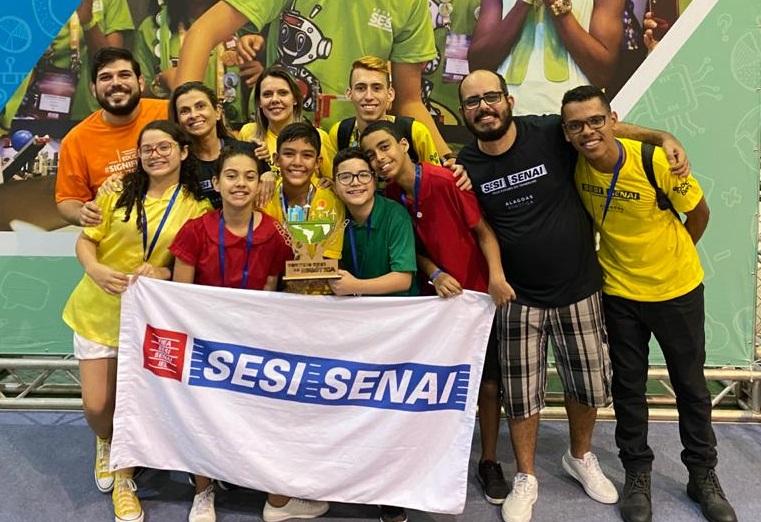 Equipes Sesi/Senai comemoram prêmios no torneio regional de robótica