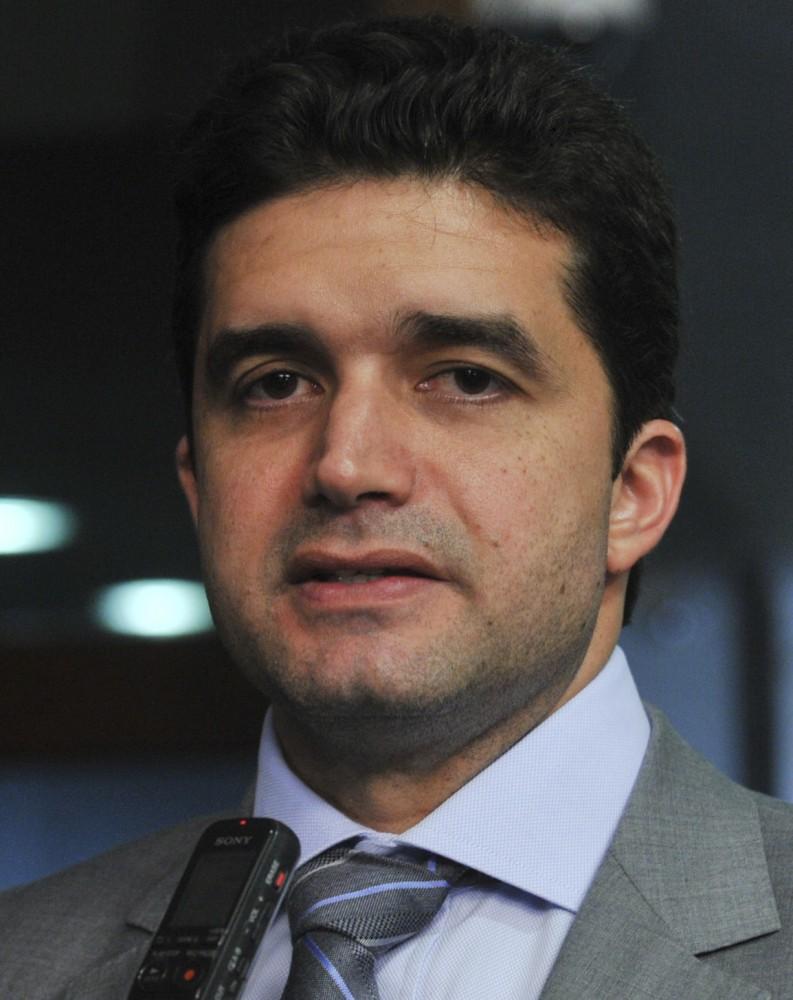 SÓ DEPOIS DO CARNAVAL! Rui espera resposta do PSDB até sexta sobre seu indicado à sucessão