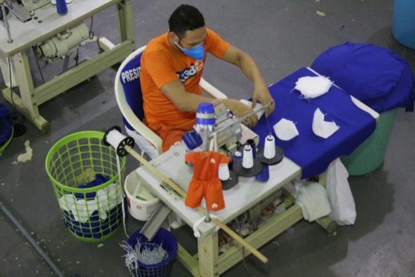 SISTEMA PRISIONAL – Reeducandos produzem máscaras para profissionais de saúde