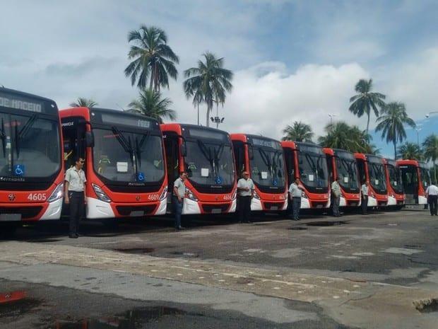 TRANSPORTE COLETIVO – População recebe 20 novos ônibus em processo lento de renovação da frota