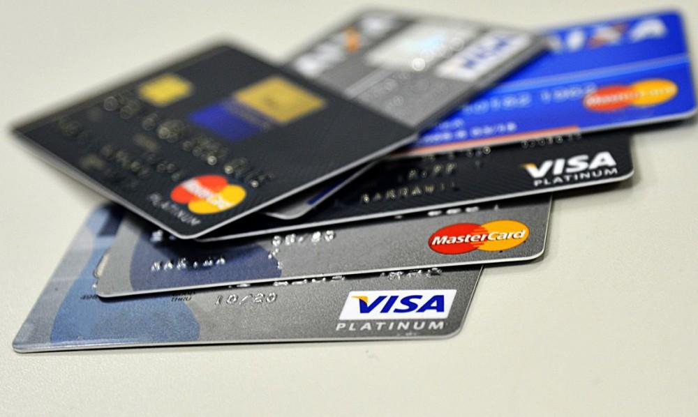 ECONOMIA: Cartão de crédito passa a usar cotação do dólar do dia da compra