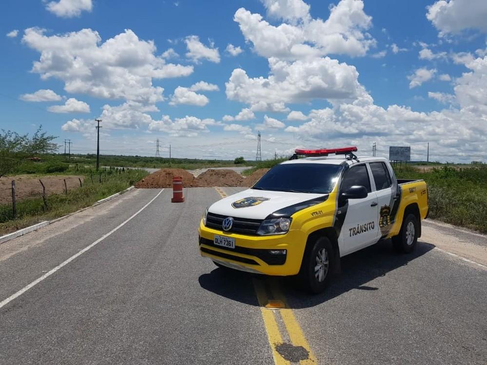 NINGUÉM ENTRA, NINGUÉM SAI! – Prefeituras de Alagoas bloqueiam acesso às cidades