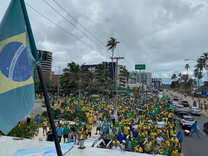 AMEAÇA À SAÚDE – Manifestantes ignoram coronavírus e realizam ato pró-Bolsonaro