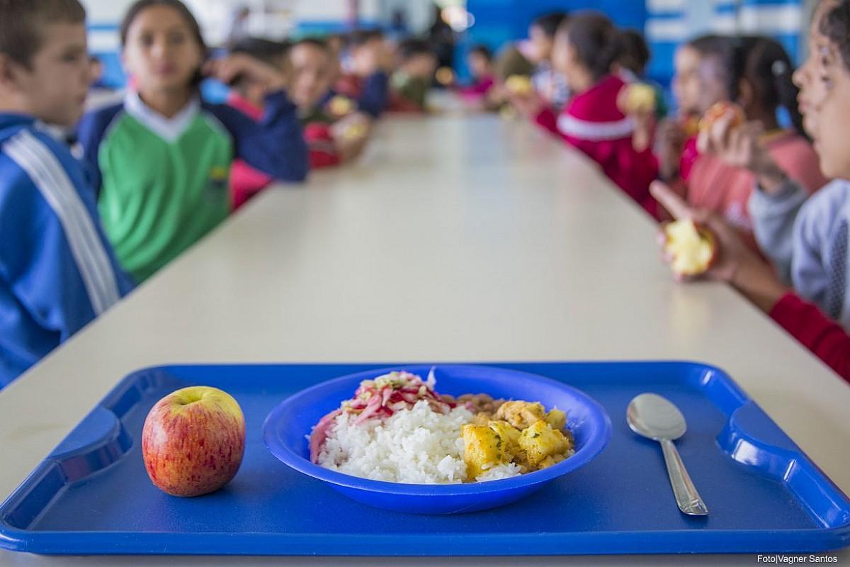 MEDO DE SEREM OS PRÓXIMOS – Merendeiras temem trabalhar em escola após diagnóstico de professor