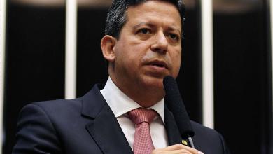 """Photo of O SOCORRO AO CENTRÃO – Arthur Lira é """"salvo"""" por Fábio Ramalho durante cerimônia na Câmara"""