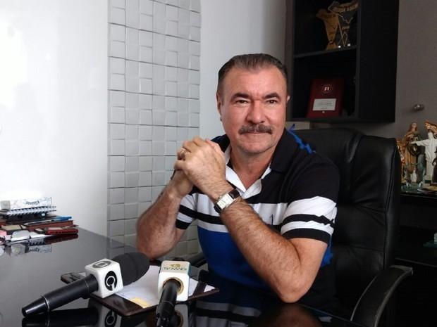 """Cícero Almeida diz que JHC foi """"menino"""" durante a campanha e espera que ele seja """"adulto"""" como prefeito"""